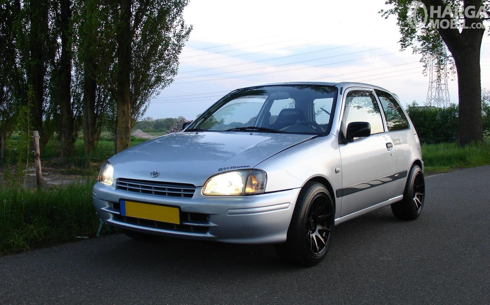 Foto menunjukkan Toyota Starlet EP91 yang telah mendapat sentuhan modifikasi