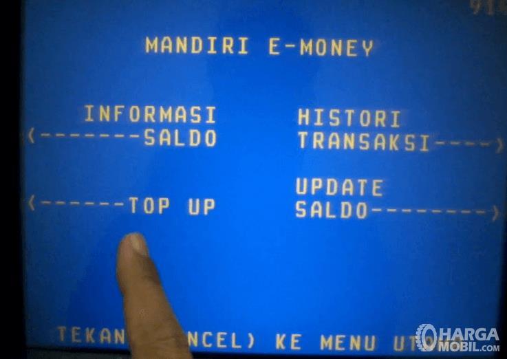 Gambar ini menunjukkan layar ATM untuk top up kartu E-Toll
