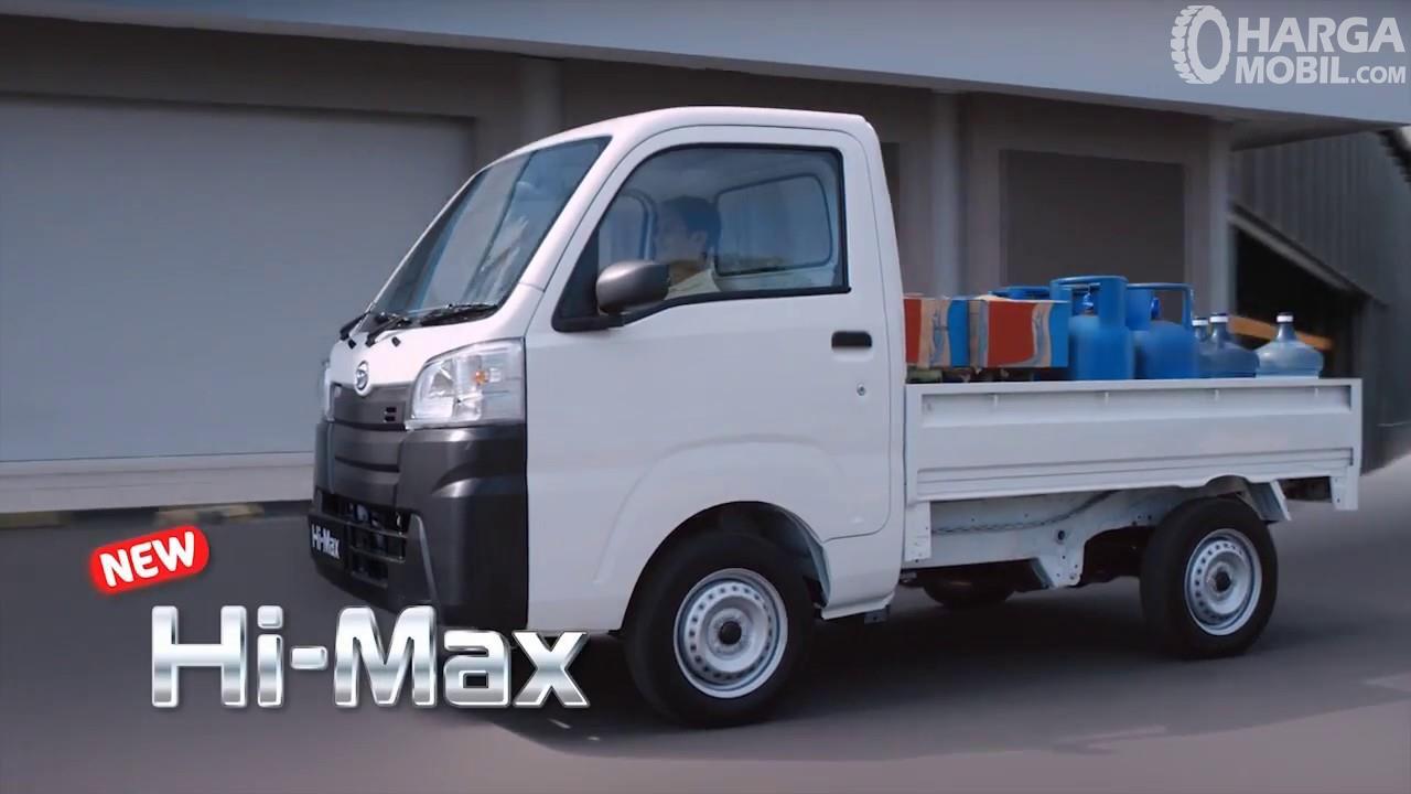 Foto Daihatsu Hi-Max tampak dari samping