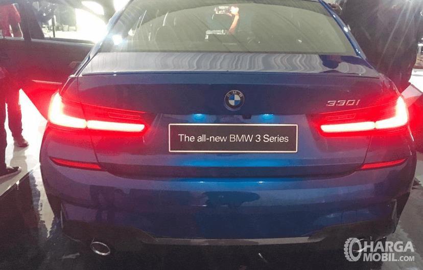 Gambar ini menunjukkan bagian belakang All-New BMW 330i M Sport 2019