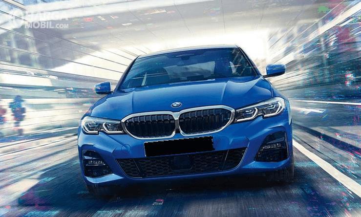 Gambar ini menunjukkan bagian depan mobil All-New BMW 330i M Sport 2019 warna biru