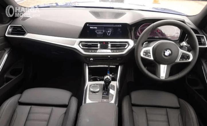 Gambar ini menunjukkan bagian dashboard dan kemudi All-New BMW 330i M Sport 2019