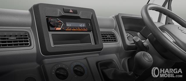Foto menunjukkan pemutar musik dan AC pada Suzuki Carry Pick Up 2019