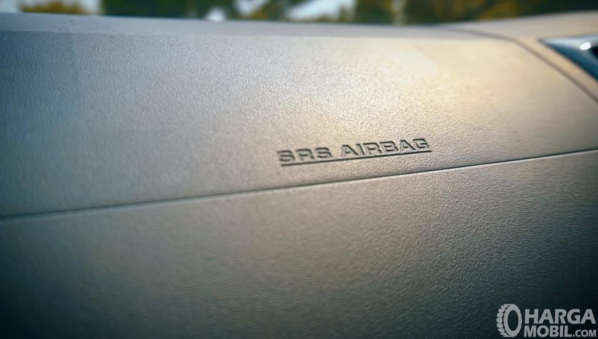 Foto bagian dashboard yang didalamnya terpasang komponen airbag