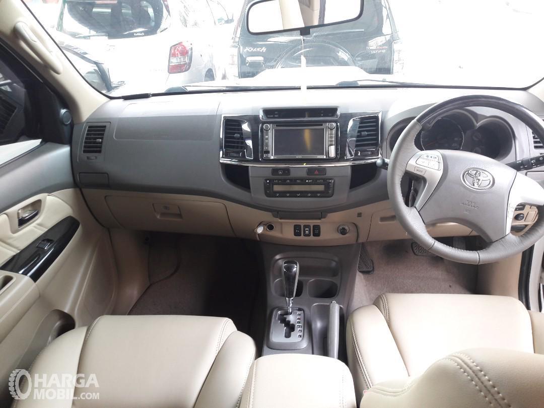 Foto dashboard dan setir Toyota Grand New Fortuner VNT 2011