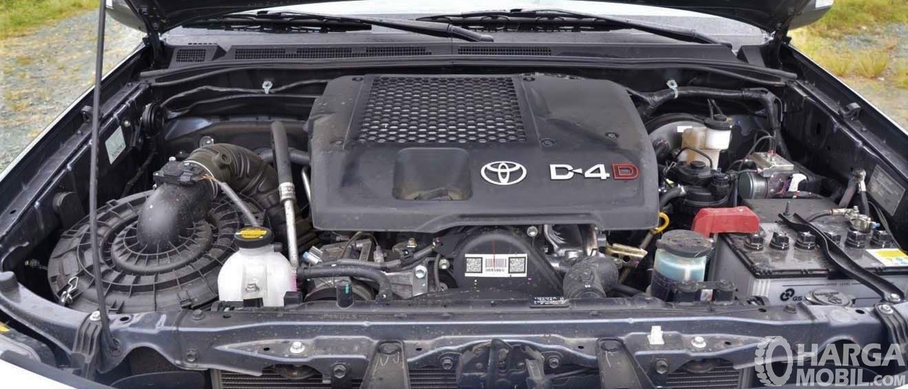 Foto menunjukkan Mesin Toyota Grand New Fortuner VNT 2011