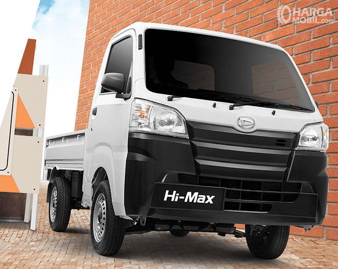 Gambar ini menunjukkan bagian depan mobil Daihatsu Himax 2016