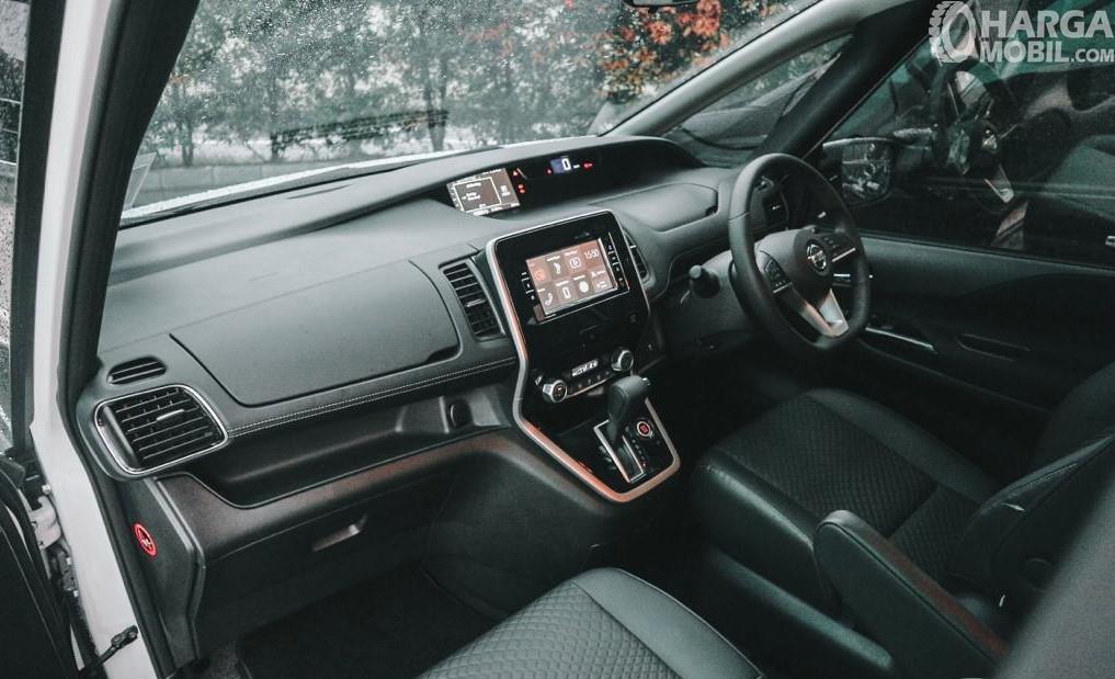 Foto dashboard Nissan Serena Highway Star 2019