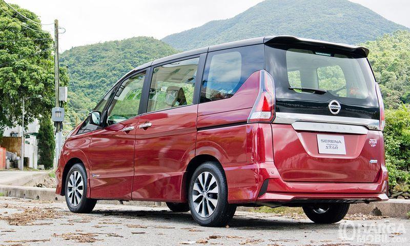 Foto Nissan Serena Highway Star 2019 dari samping belakang