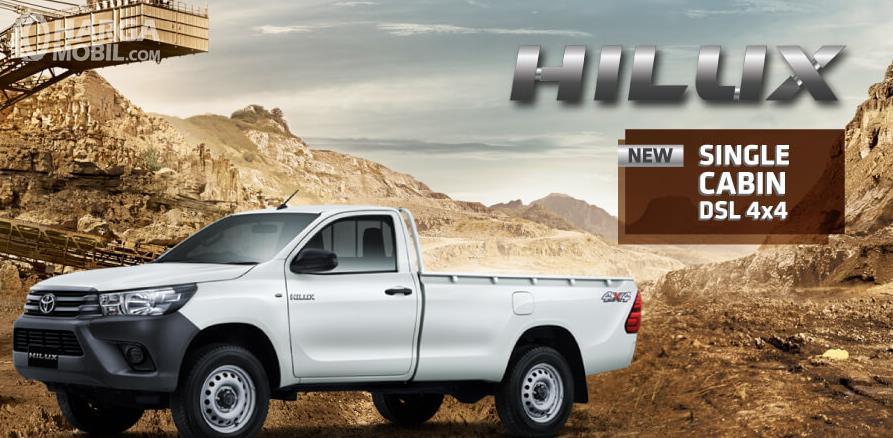 Gambar ini menunjukkan mobil Toyota Hilux S-Cab DSL 4x4 warna putih tampak samping kiri