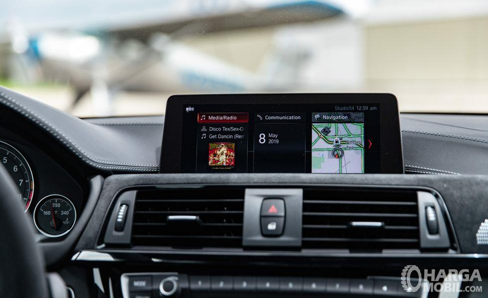 Foto head unit New BMW M4 CS RWD Coupe 2019