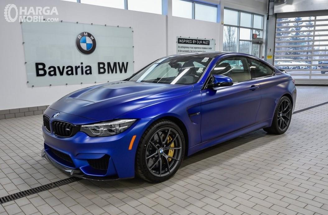 Foto New BMW M4 CS RWD Coupe 2019 tampak samping depan