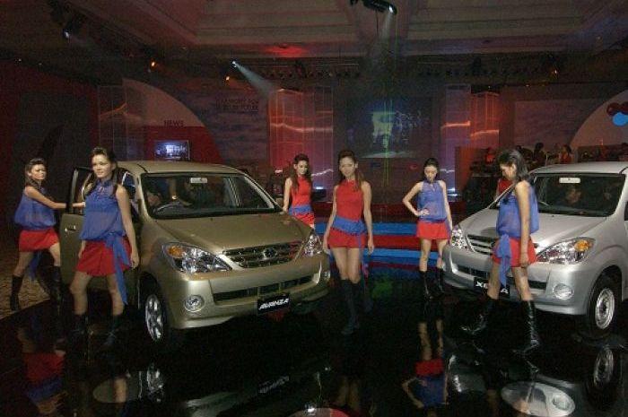 Foto saat Peluncuran Daihatsu Xenia dan Toyota Avanza tahun 2003 silam