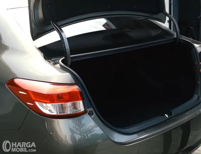 Foto bagasi Toyota Vios 1.5 E CVT 2019 cukup luas untuk menampung barang bawaan