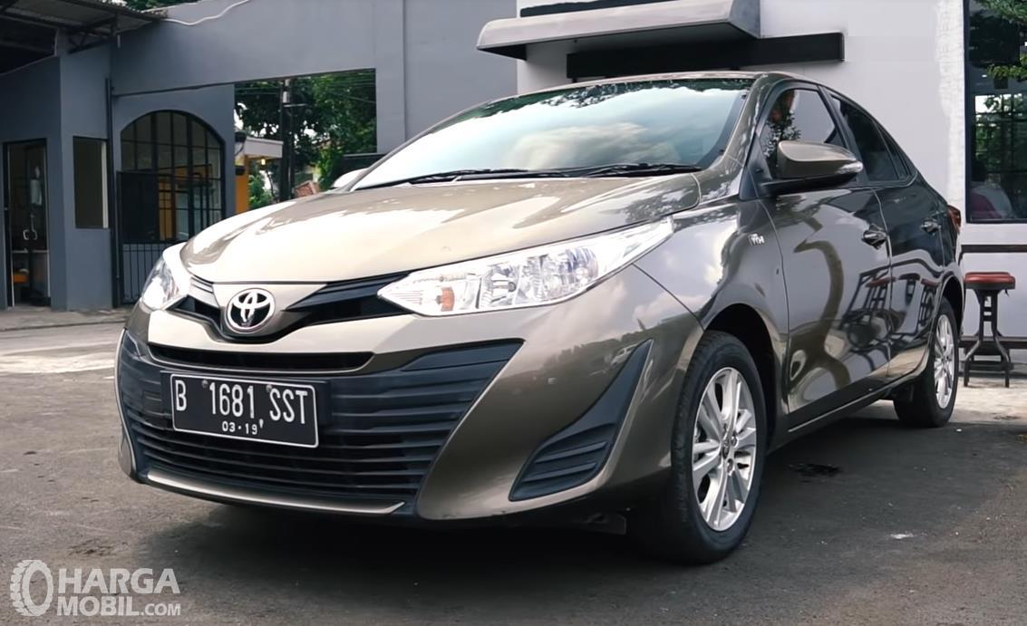 Foto Toyota Vios 1.5 E CVT 2019 tampak dari samping depan