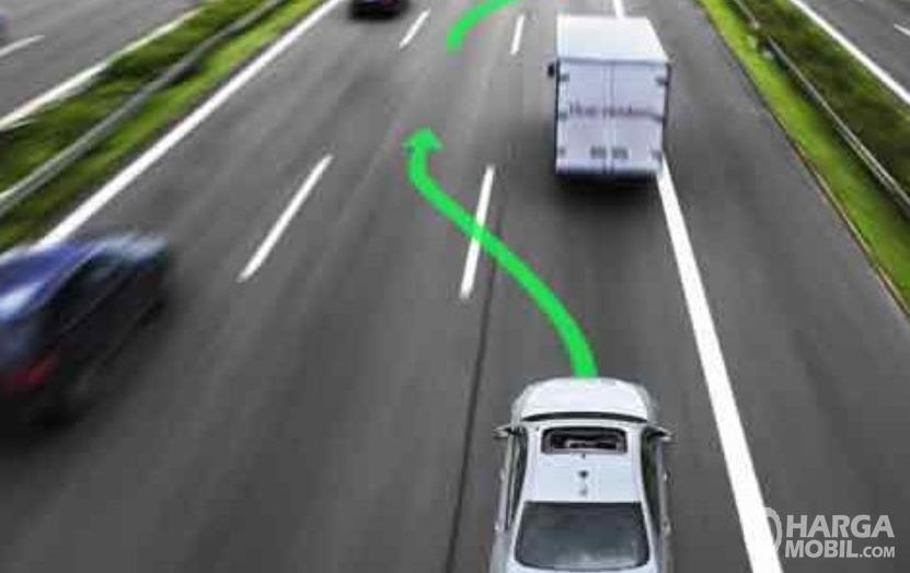 Gambar ini menunjukkan ilustrasi jalur saat akan menyalip kendaraan