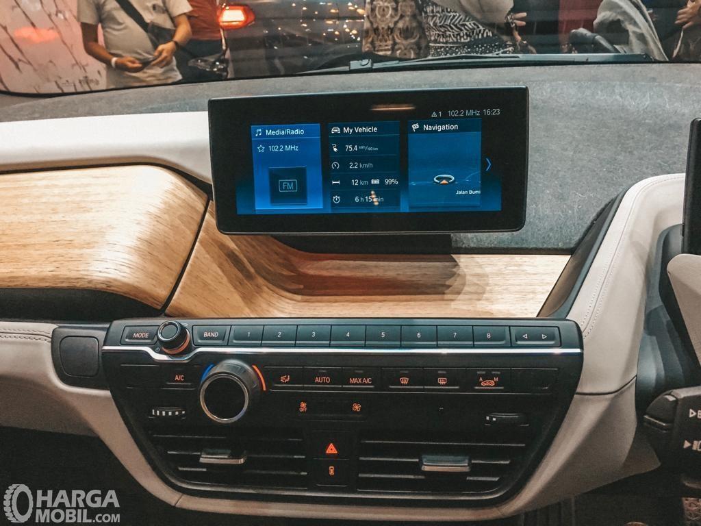 Foto menunjukkan Foto head unit BMW i3s 2019