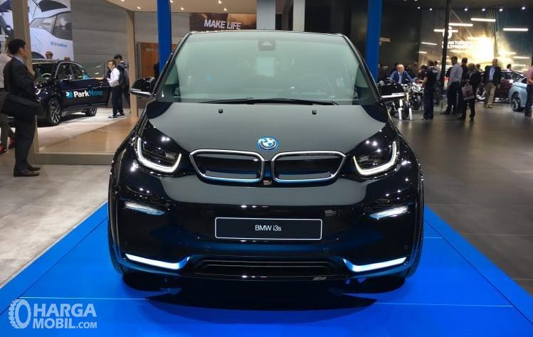 Foto menunjukkan World Premiere BMW i3s tampak dari depan