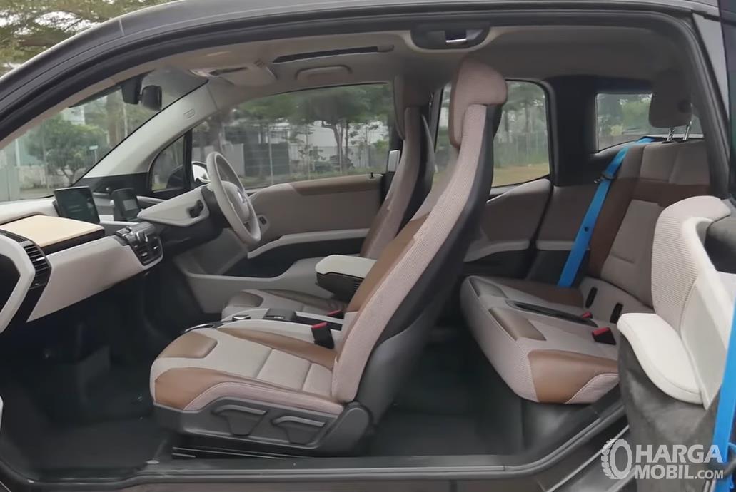 Foto menunjukkan Kabin BMW i3s 2019