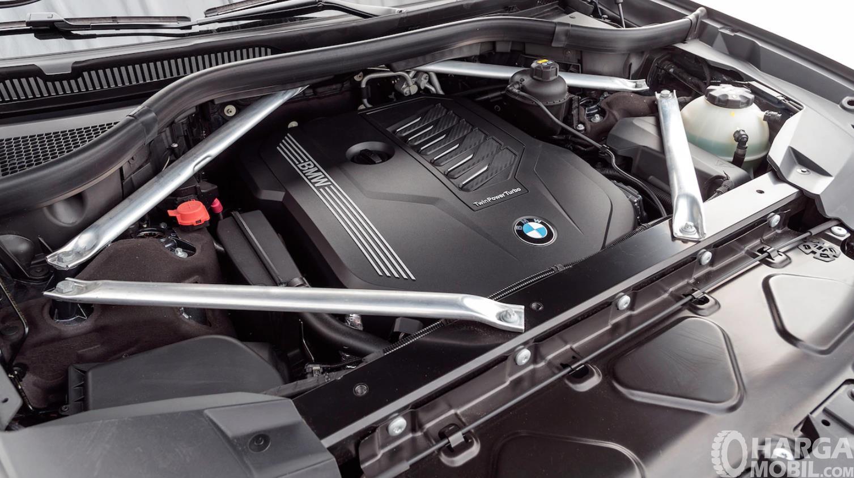 Foto menunjukkan Mesin BMW X7 2019