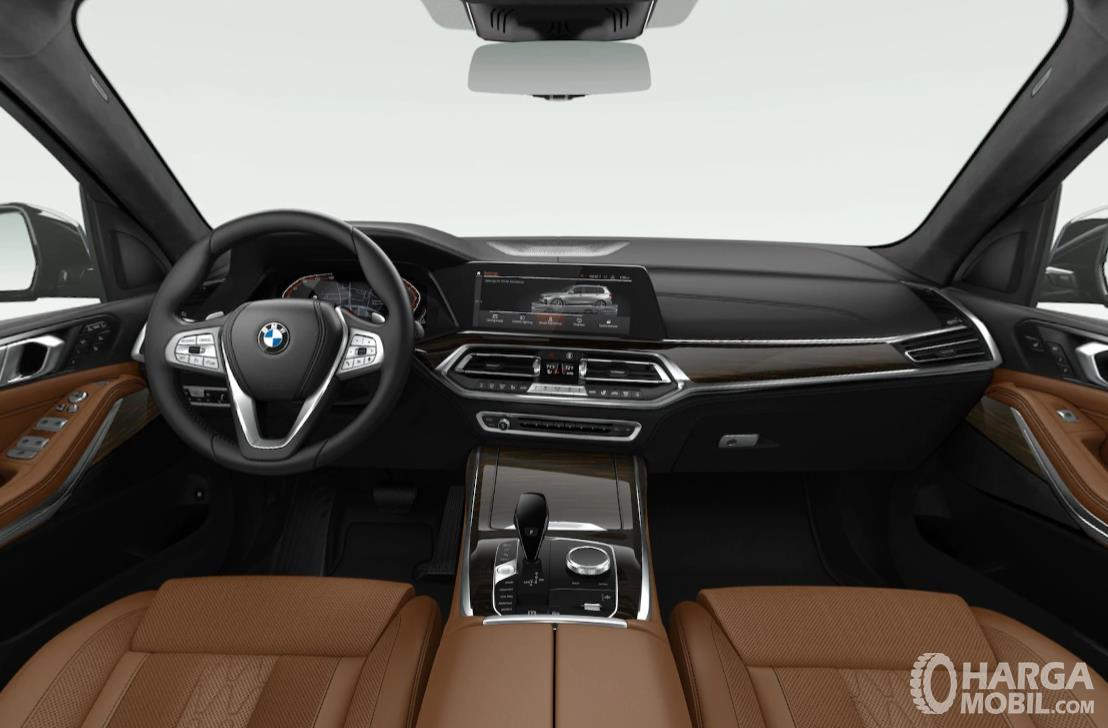 Foto menunjukkan Dashboard dan setir BMW X7 2019