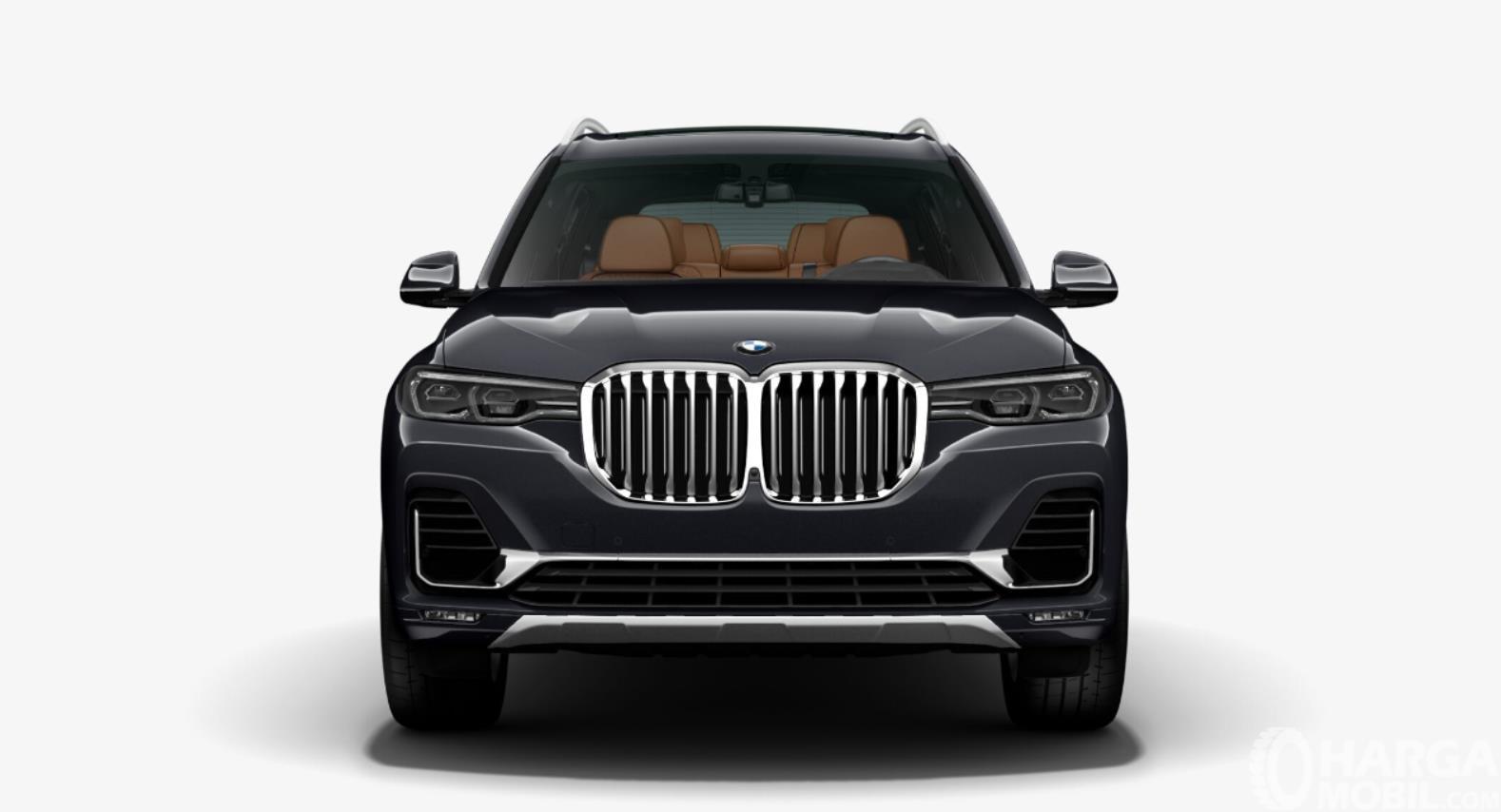 Foto menunjukkan Tampilan depan BMW X7 2019