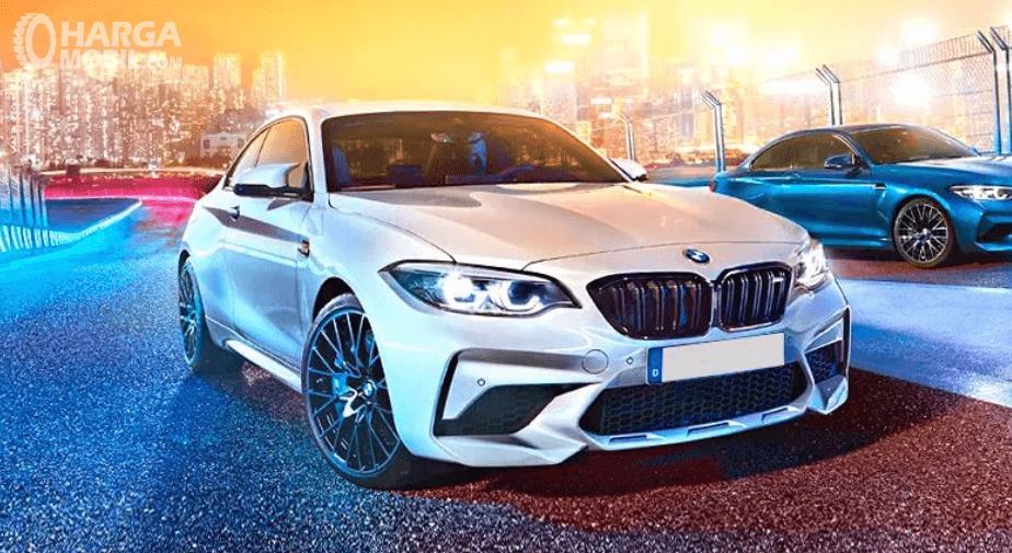 Gambar ini menunjukkan mobil BMW M2 Competition tampak depan