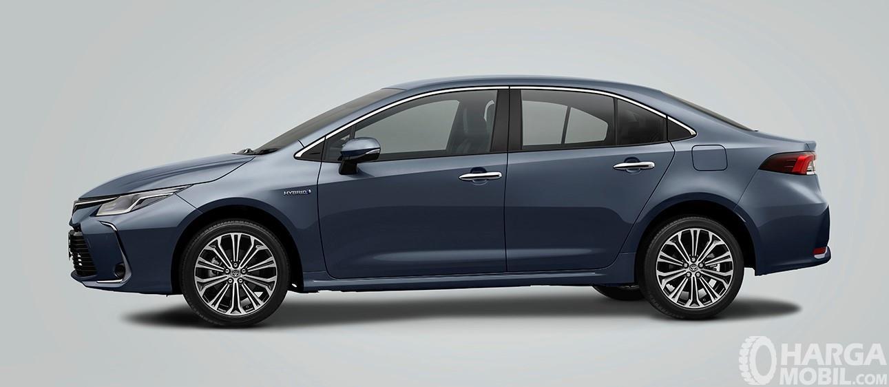 Foto All New Toyota Corolla Altis Hybrid 2019 tampak dari samping