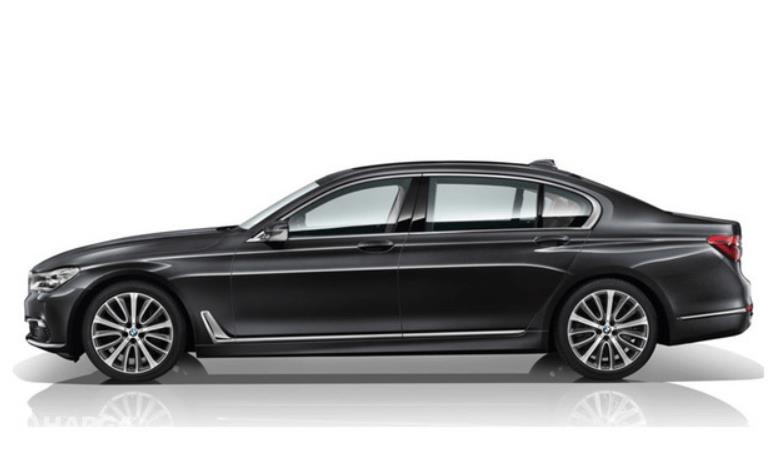 Gambar ini menunjukkan mobil BMW 730Li tampak bagian samping kiri