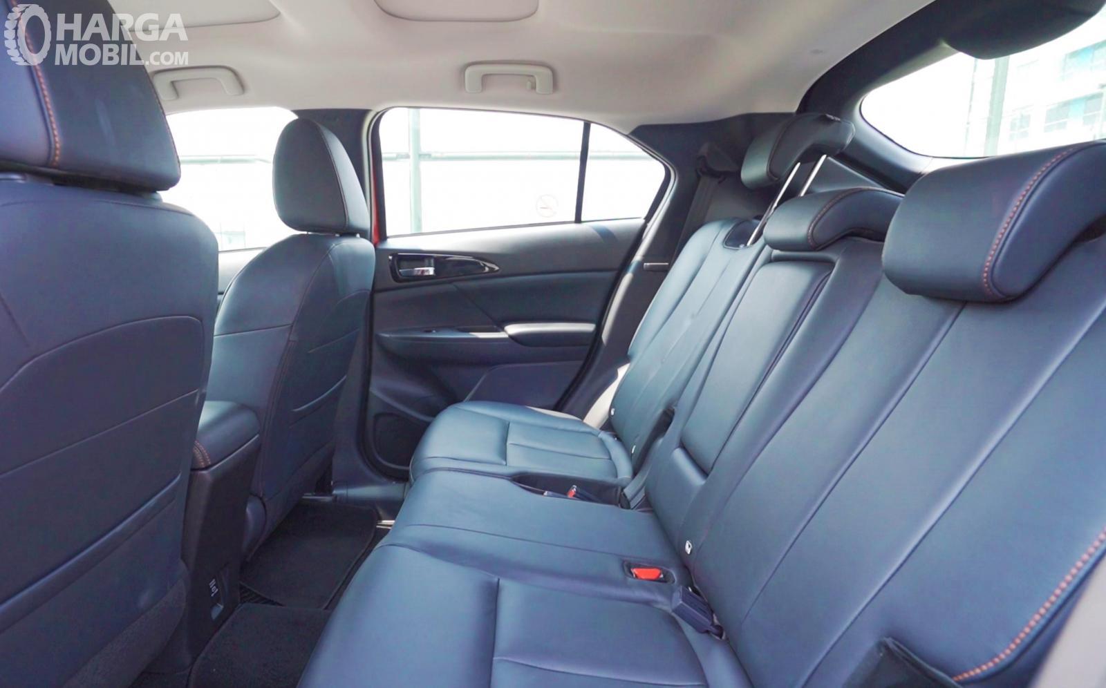 Foto kursi baris belakang Mitsubishi Eclipse Cross 2019