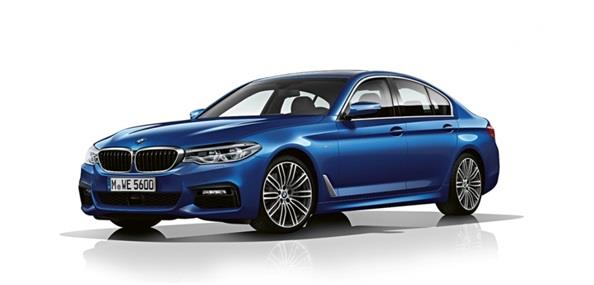 BMW 530i Luxury Line tampil mempesona dengan panel-panel berlapis krom di beberapa sisinya
