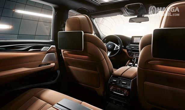 Interior BMW 630i Gran Turismo Luxury dikemas dengan tatanan eksklusif dan punya fitur lengkap