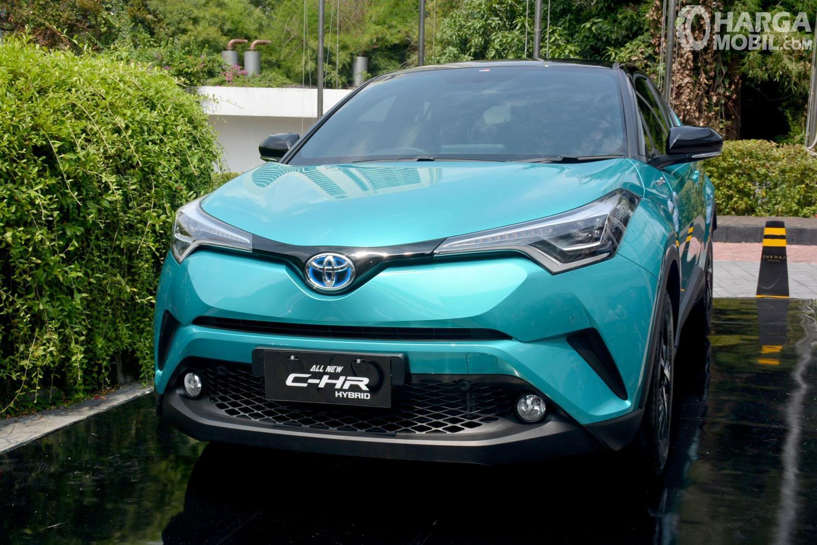 Foto Toyota C-HR Hybrid saat diluncurkan di Indonesia