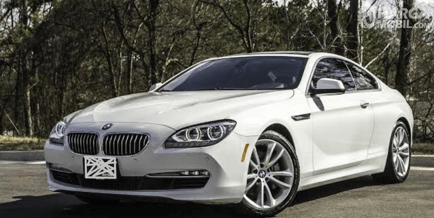 Gambar ini menunjukkan bagian depan mobil BMW 640i Coupe 2012