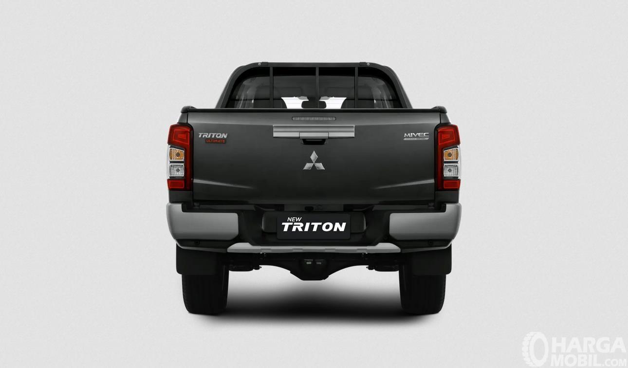 Foto Mitsubishi New Triton Ultimate AT 2019 tampak dari belakang