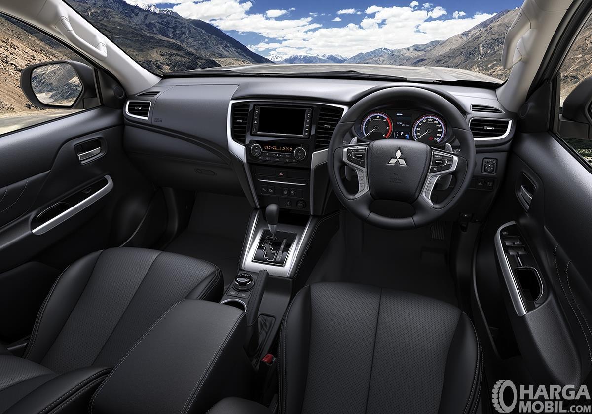 Foto menunjukkan bagian Interior Mitsubishi New Triton Ultimate AT 2019