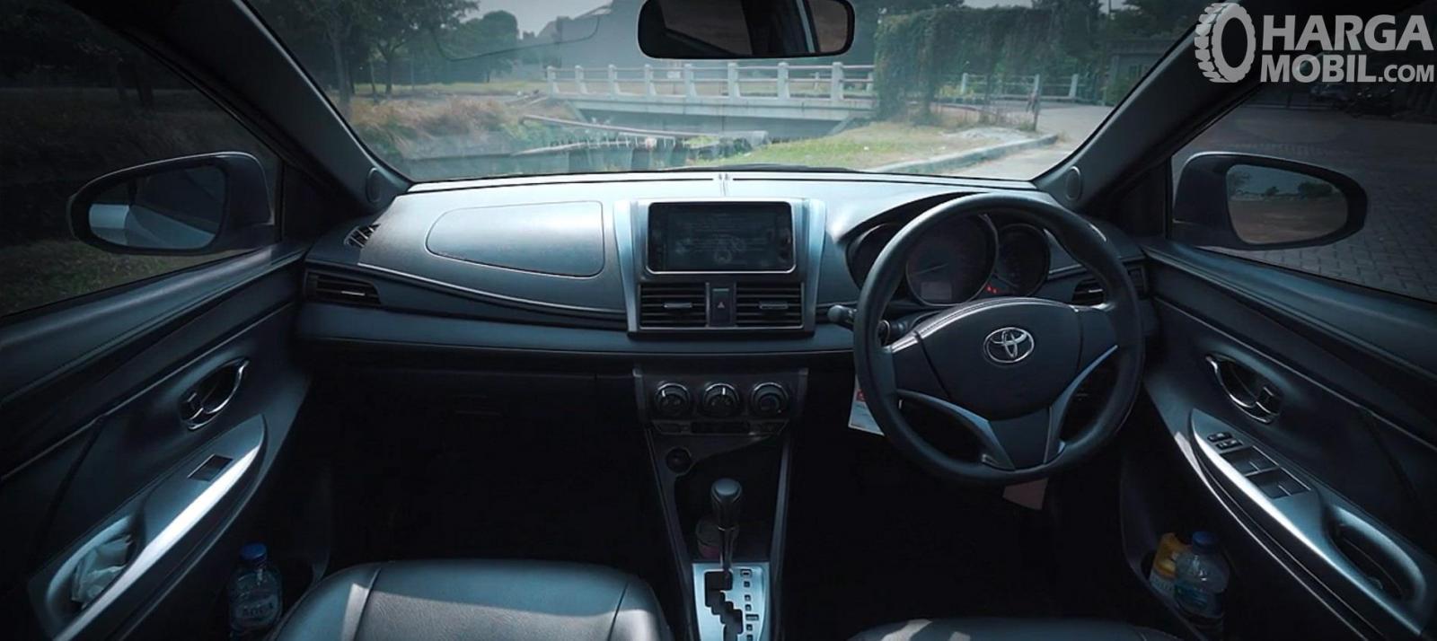 Dashboard Toyota Yaris G AT 2014 sudah menghadirkan beragam fitur lengkap