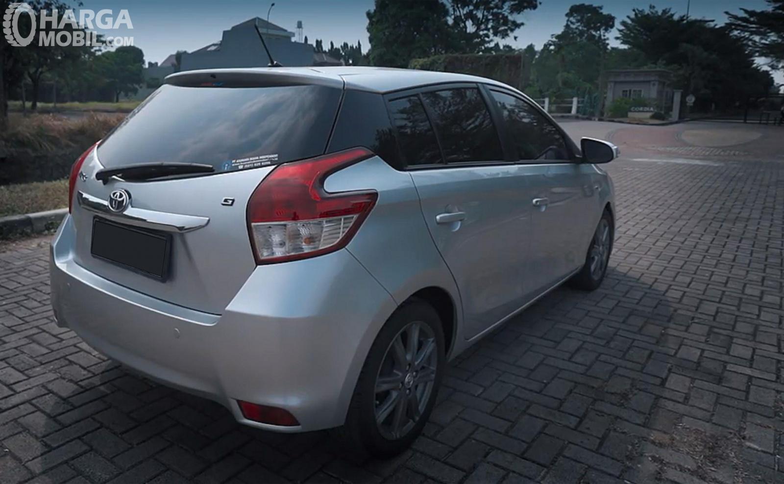Eksterior Belakang Toyota Yaris G AT 2014 sudah dilengkapi dengan Spoiler berukuran minimalis