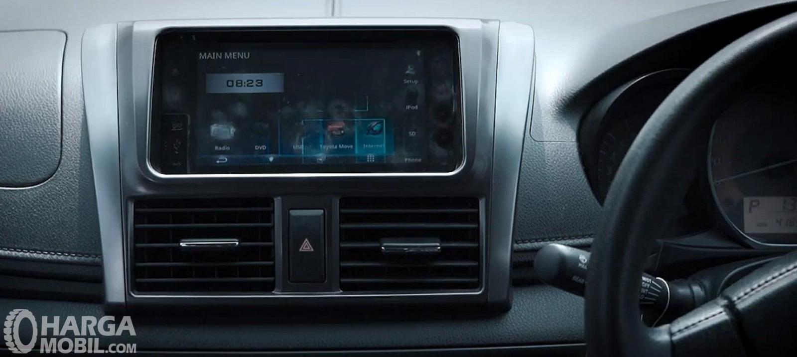 Fitur Hiburan Toyota Yaris G AT 2014 sudah sangat lengkap baik pada sisi Head Unit Touchscreen serta fitur AC