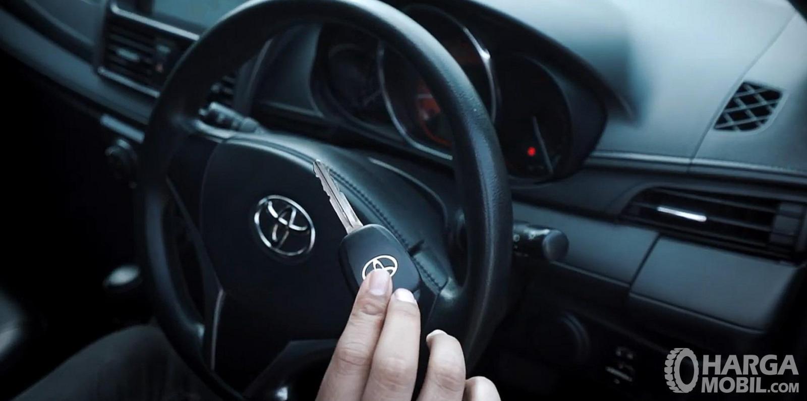 Fitur keselamatan Toyota Yaris G AT 2014 sudah menyediakan Immobilizer dan Security Alarm System
