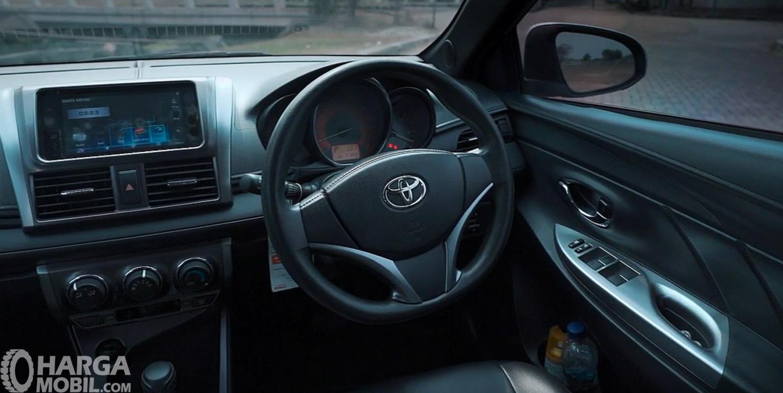 Setir Toyota Yaris G AT 2014 hadir dengan panel informasi yang bercorak Sporty