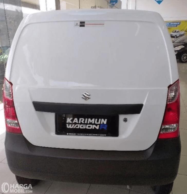Gambar ini menunjukkan bagian belakang Suzuki Karimun Wagon R Blind Van 2015