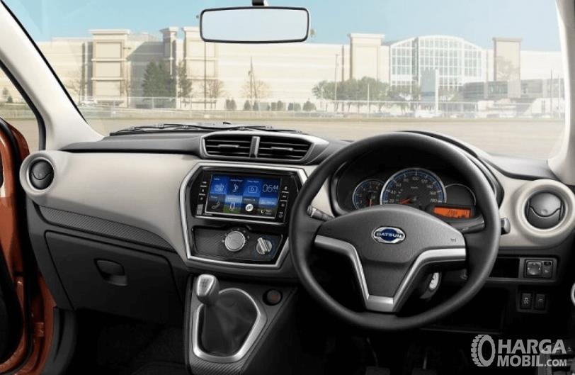 Gambar ini menunjukkan dashboard dan kemudi mobil All New Datsun GO+ Panca M/T 2019