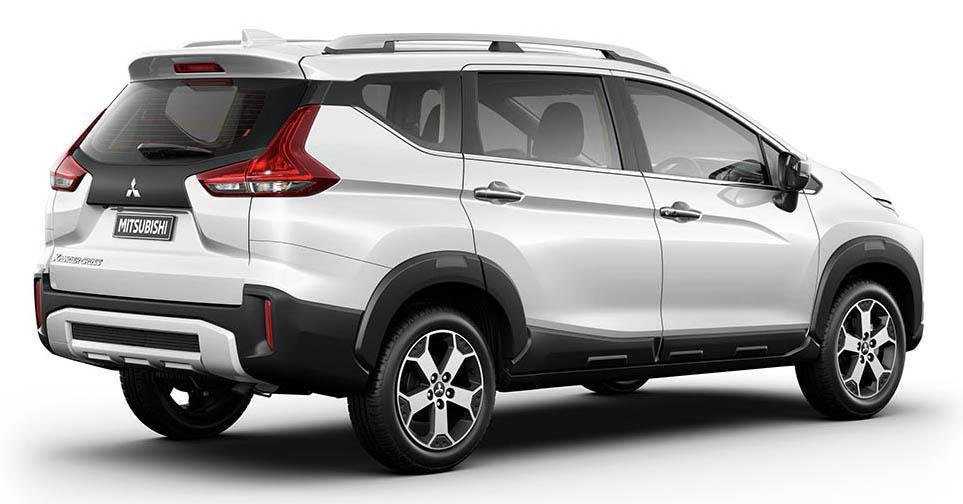 Foto menunjukkan Mitsubishi Xpander Cross tampak dari samping belakang