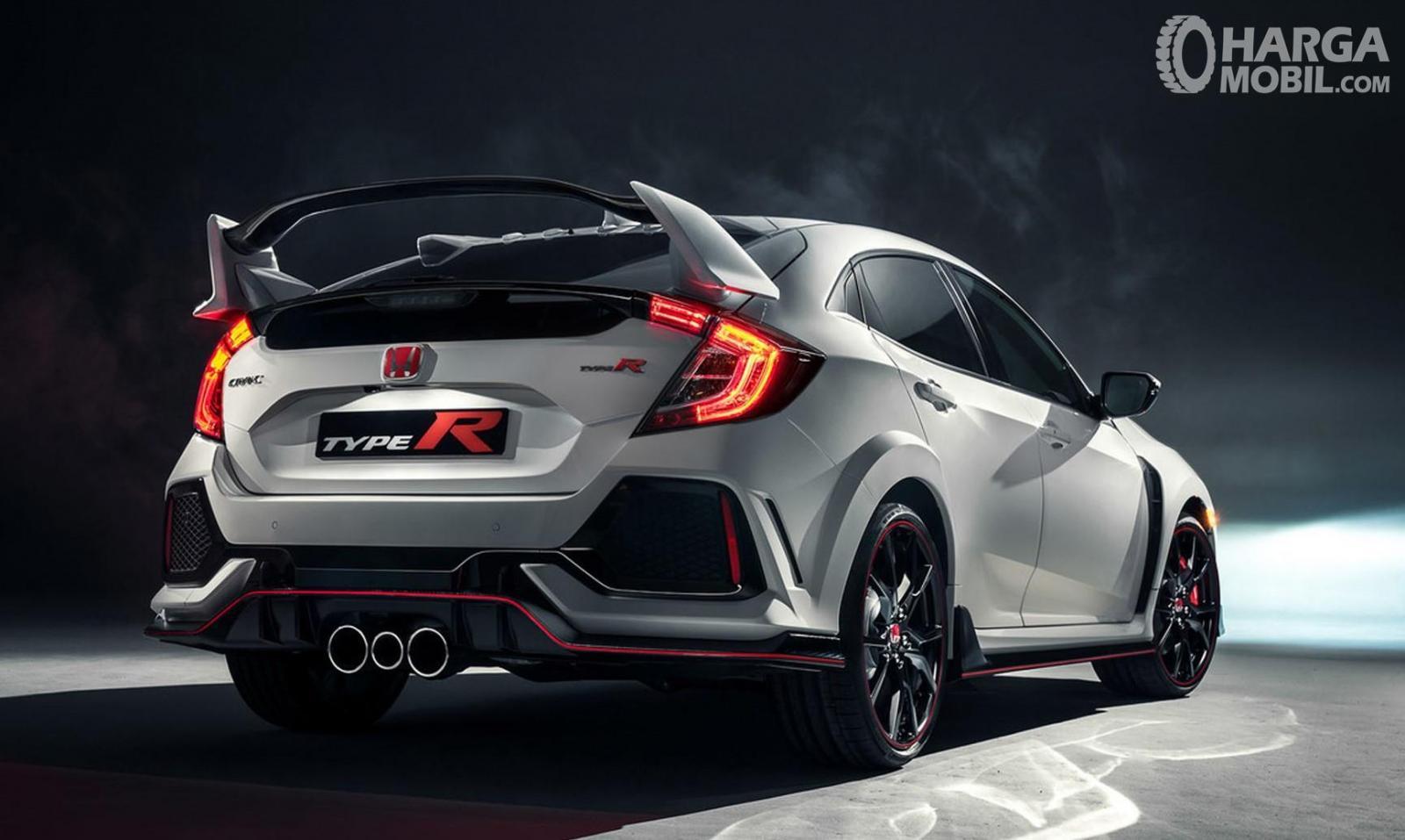 Foto menunjukkan Honda Civic Type R tampak belakang