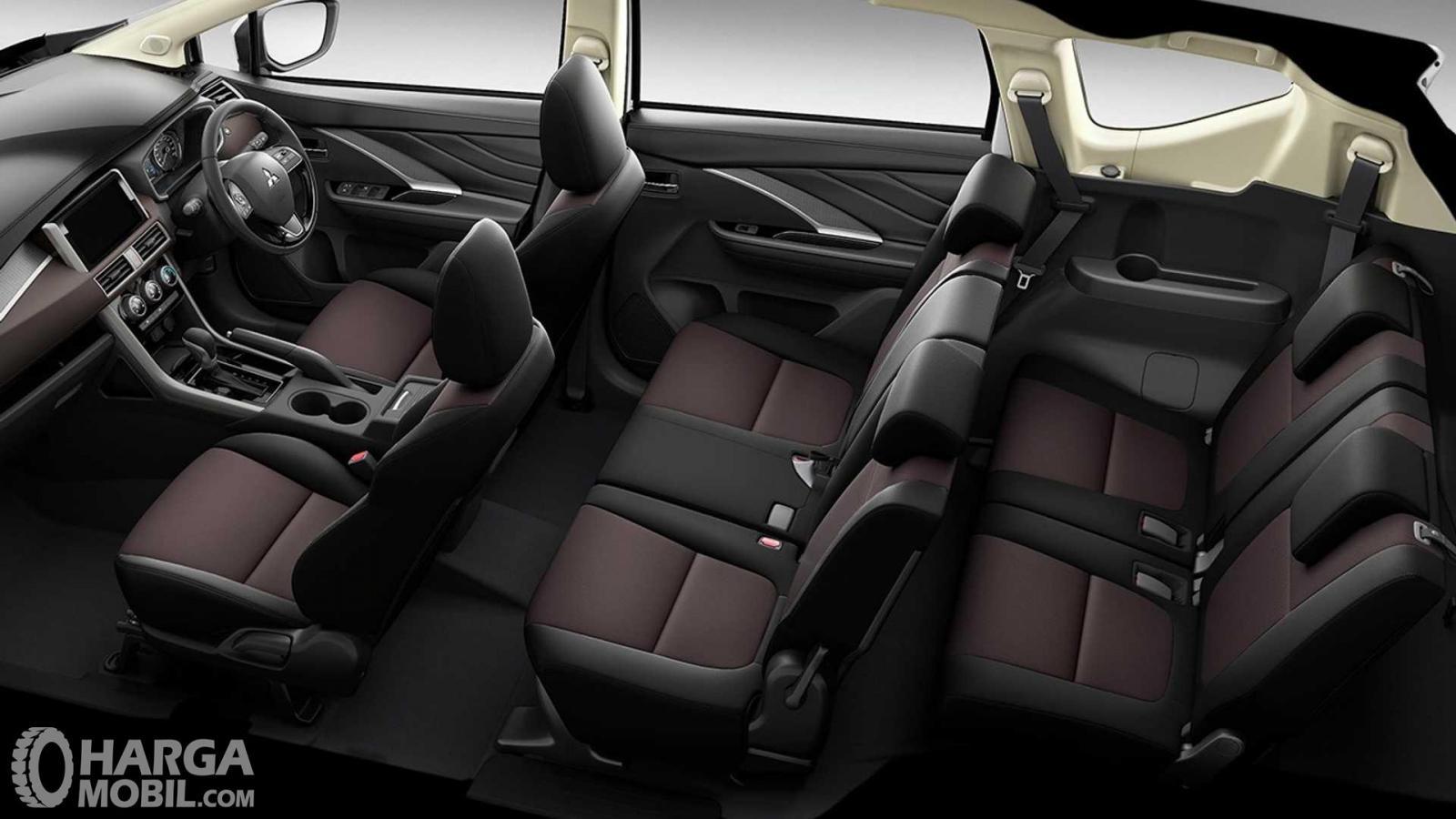 Foto menunjukkan bagian kabin Mitsubishi Xpander Cross Premium Package