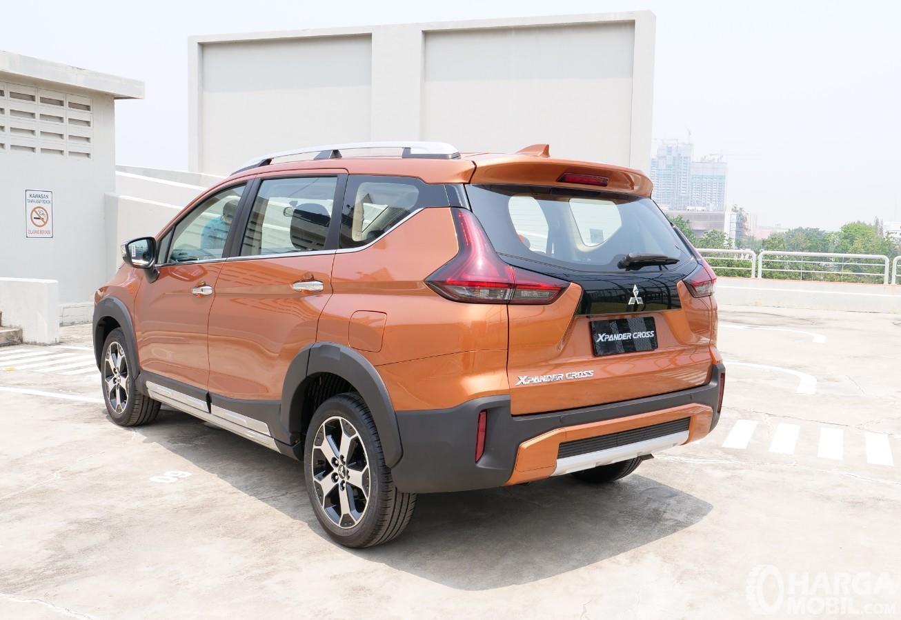 Foto menunjukkan Mitsubishi Xpander Cross Premium Package bagian belakang