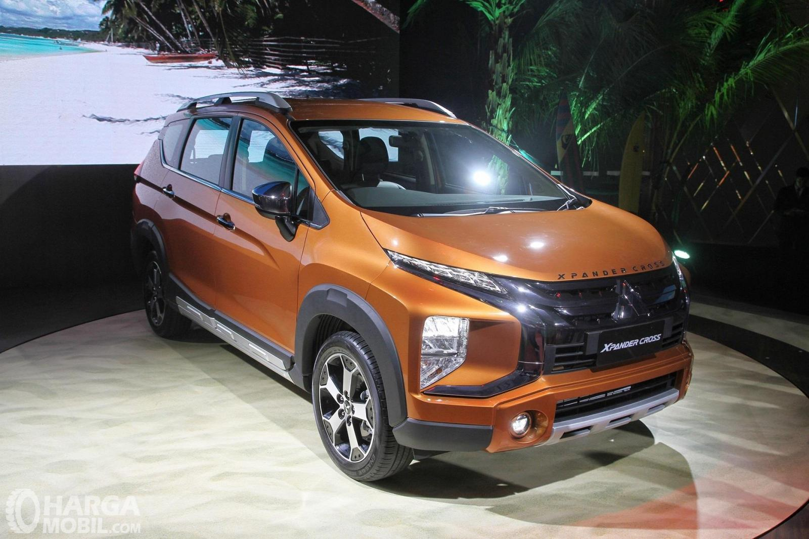 Foto menunjukkan Mitsubishi Xpander Cross Premium Package tampak dari depan