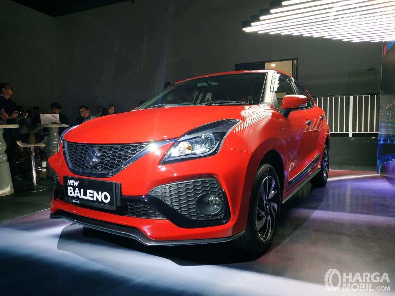Foto Suzuki New Baleno facelift 2020 tampak dari samping depan
