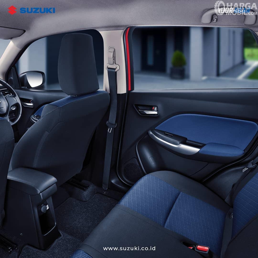 Foto menunjukkan Kabin Suzuki New Baleno Hatchback 2019